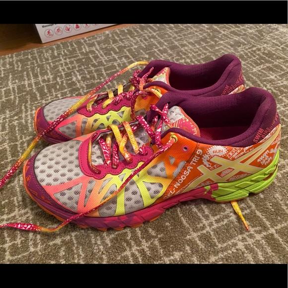 Women's ASICS gel noosa tri colorful size 8.5